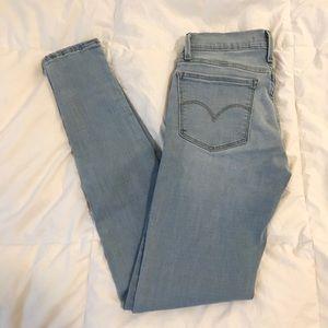 Levi's light wash skinny jeans
